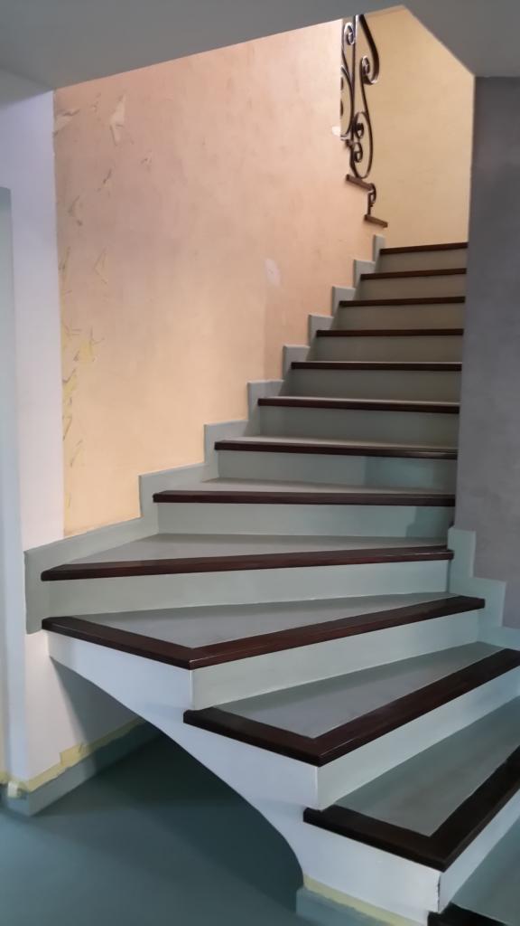 Escalier résine aspect béton