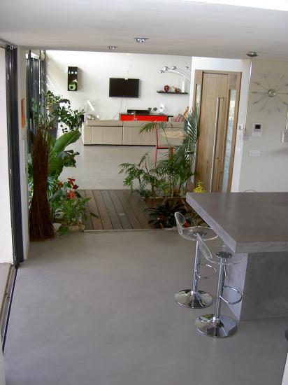sol et mur, intérieur et extérieur.
