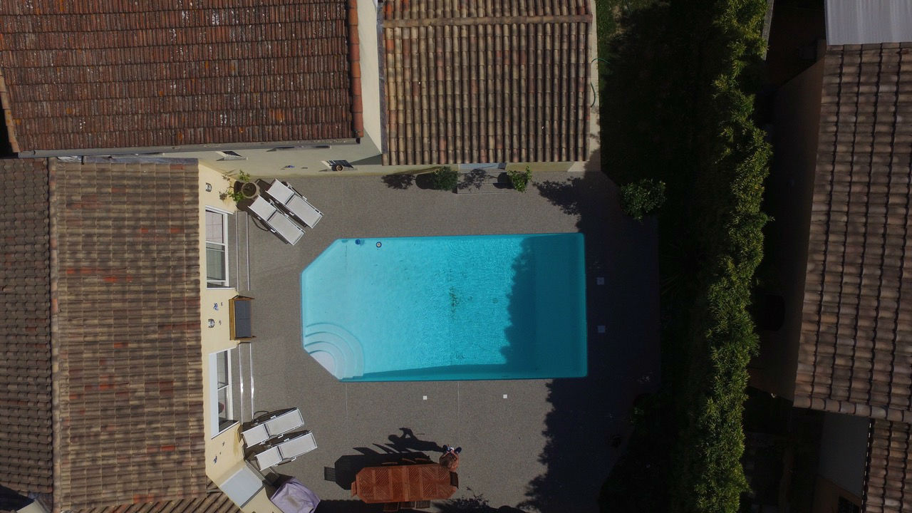 Plage de piscine perméable
