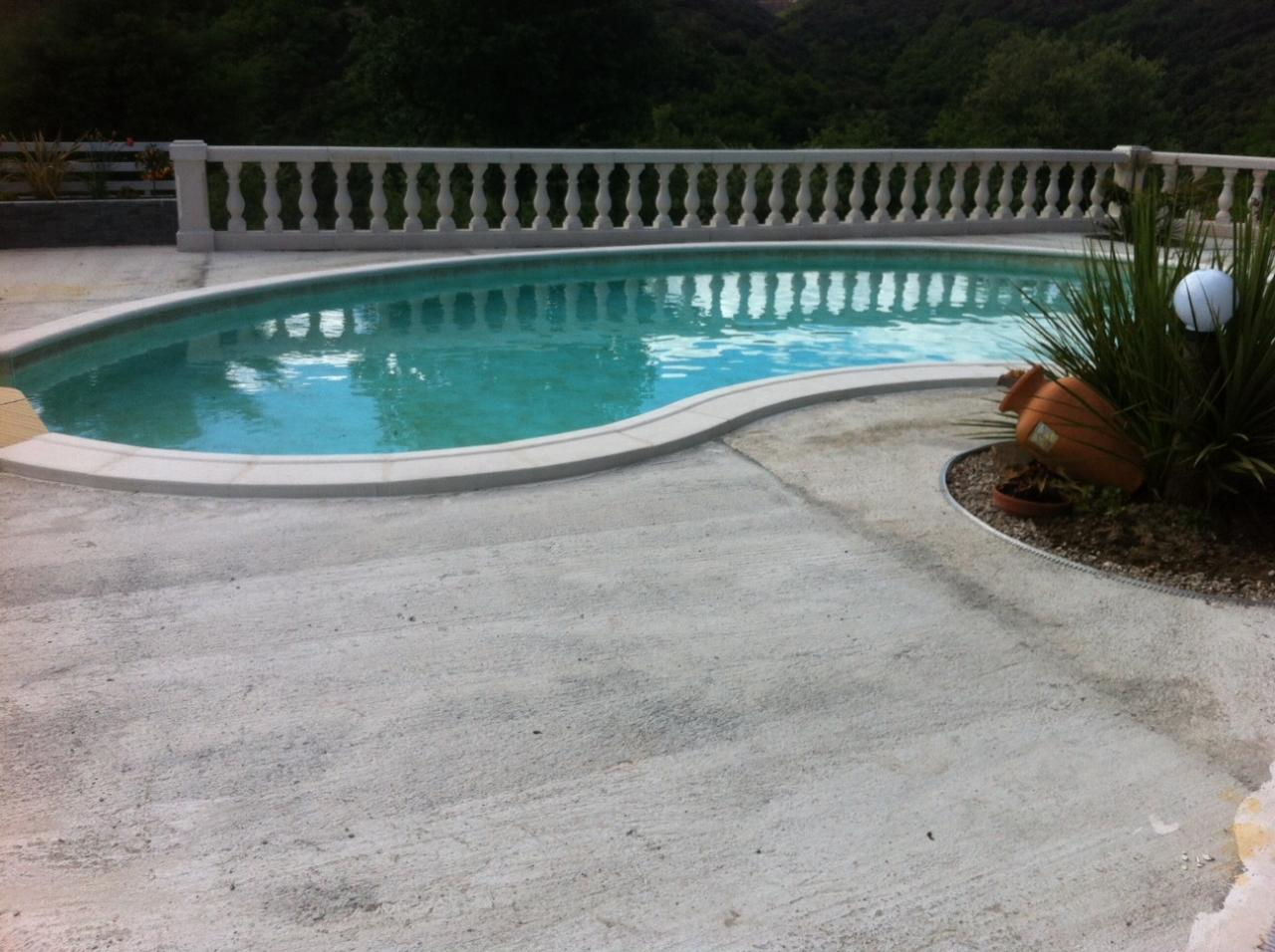 Plage de piscine avant